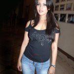 Riya Sen wardrobe malfunction