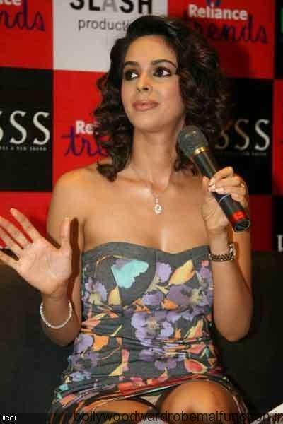 Mallika Sherawat Wardrobe Malfunction
