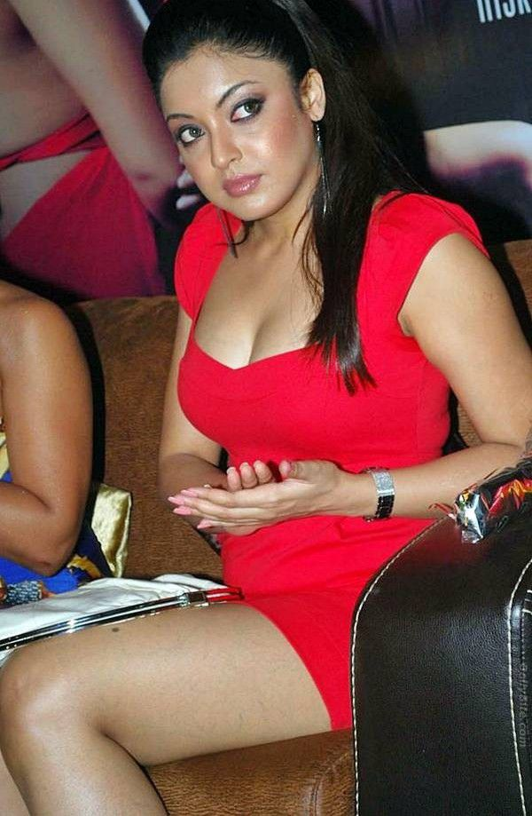 Tanushree Dutta Sexy Boobs Cleavage and Hot Thighs
