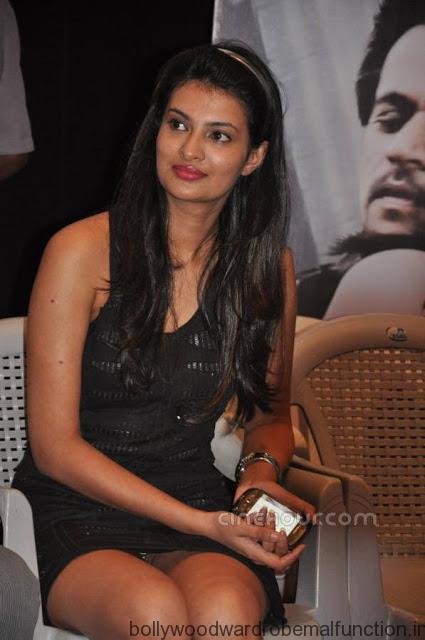 Sayali Bhagat wardrobe malfunction