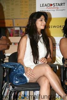 Tanisha Hot Upskirt Thigh Show