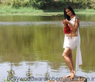 Super Hot Shweta Tiwari Exposing Navel and Thigh in White Half Saree