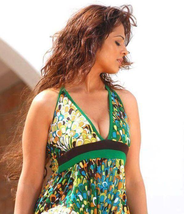 Anjana Sukhani Cleavage