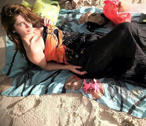 Hot Pictures Of Rabia Sidhu , Daughter Of Navjot Singh Sidhu