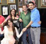 Aarti-Chabria-with-her-family