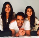 Arjun-Rampal-with-his-daughters