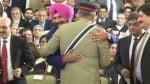 Navjot-Singh-Sidhu-hugging-General-Qamar-Javed-Bajwa