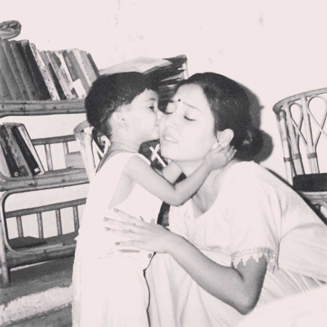 Maera Mishra childhood picture with mother