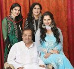 Anam-Mirza-With-Her-Family