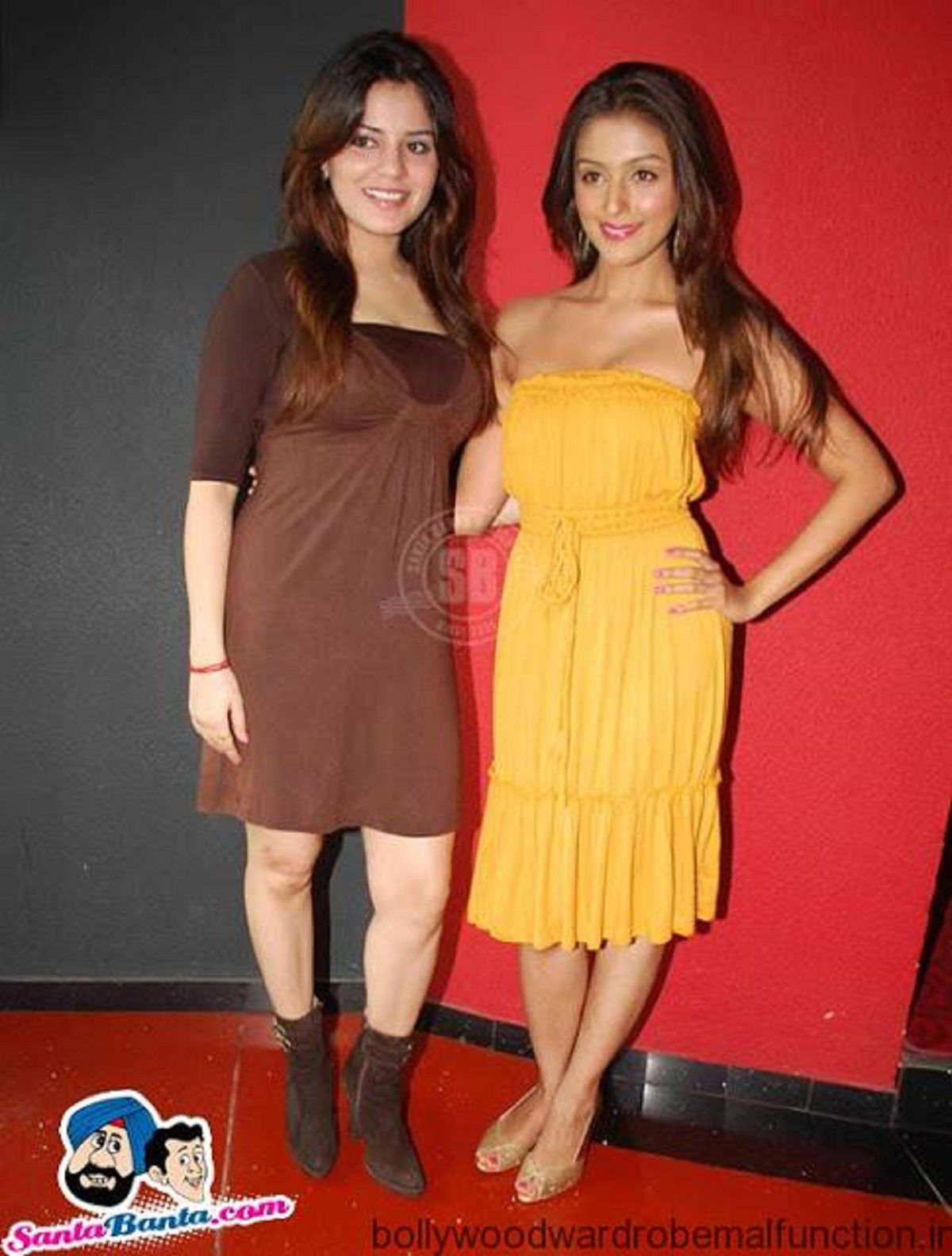 Aarti chabria yellow tube top cleavage at latest press meet