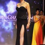 Sushmita Sen wardrobe malfunction at India International Jewellery Week