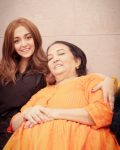 Monali Thakur with her mother