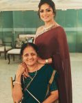 Drashti Dhami with mother Vibhuti Dhami