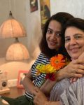 Surveen Chawla with her mother